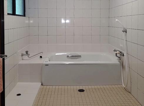 ホーロー浴槽に生まれ変わりました。